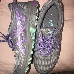 ASICS tennis shoes/ 7.5 worn a few times